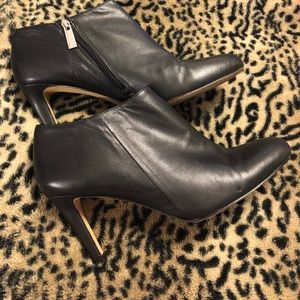 Vince Camuto leather booties sz.8